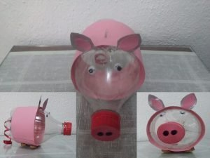 juguetes con objetos de plástico