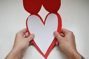 pegar corazón blanco